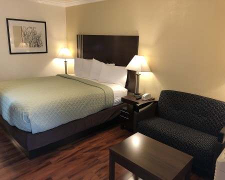 Lombard Plaza Motel - Guest Room with Sofa