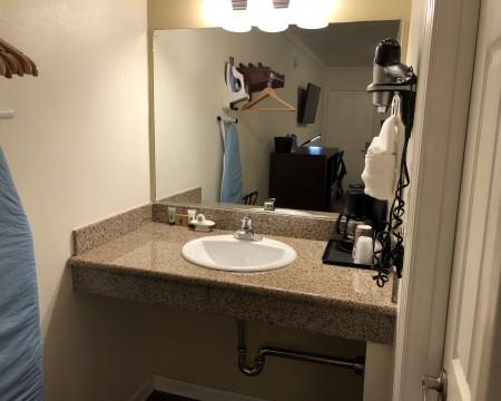 Lombard Plaza Motel - Bathroom Vanity