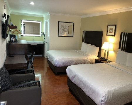 Lombard Plaza Motel - Guest Room with 2 Queens