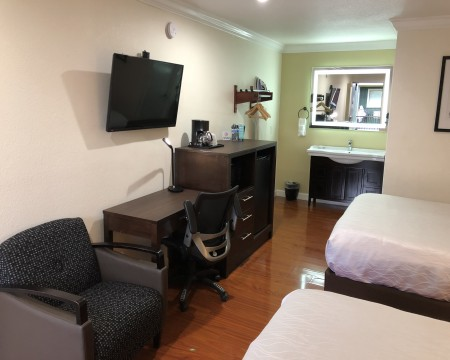 2 Queen Beds Amenities