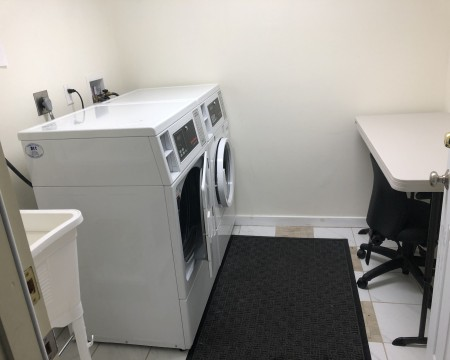 Lombard Plaza Motel - Guest Laundry