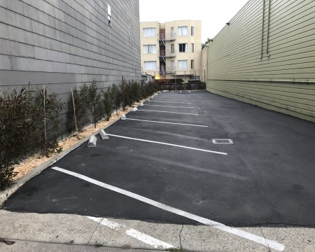 Lombard Plaza Motel - Guest Parking